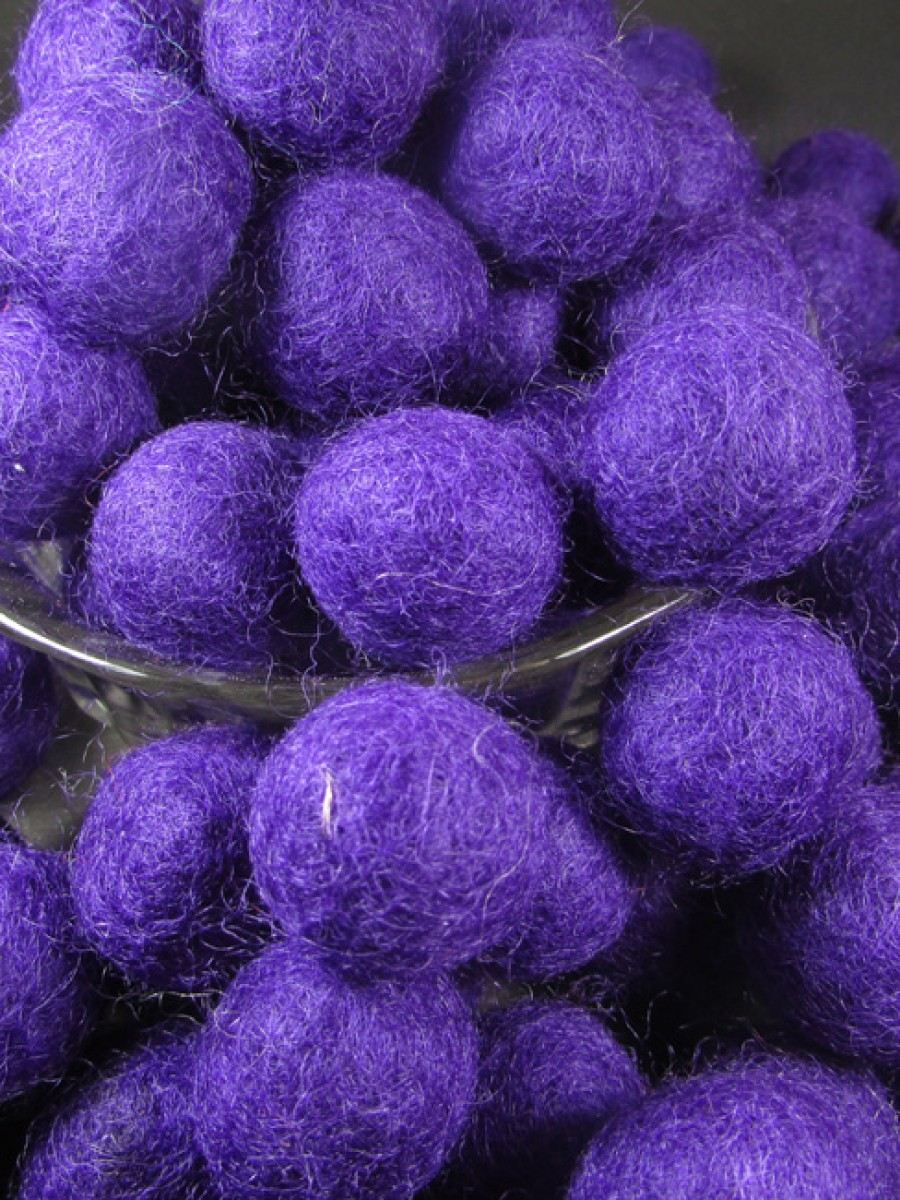 Felt ball 2cm Violet color craft bead Nepal - F84
