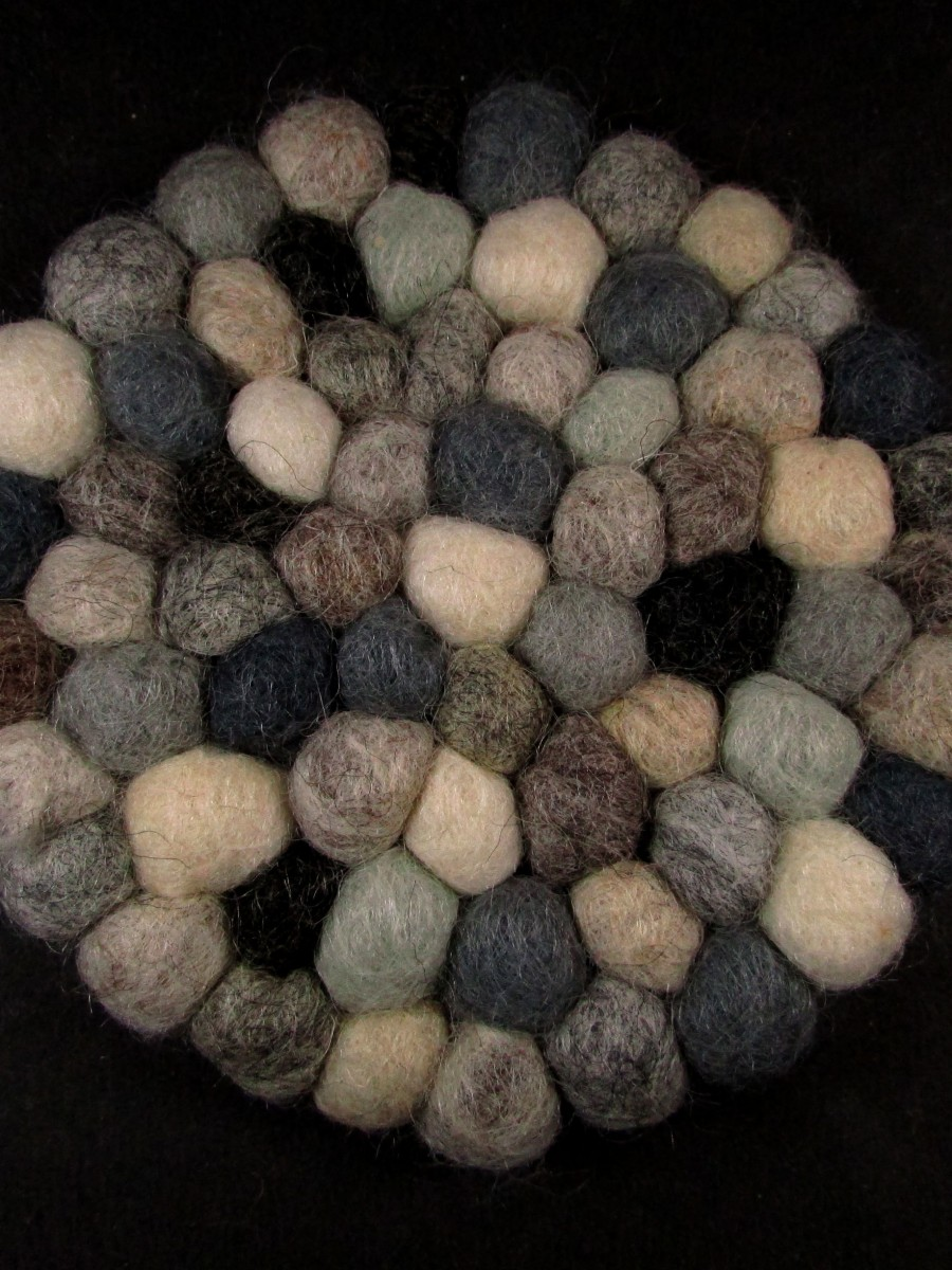Felt ball wool round tea coaster mat Nepal - F60
