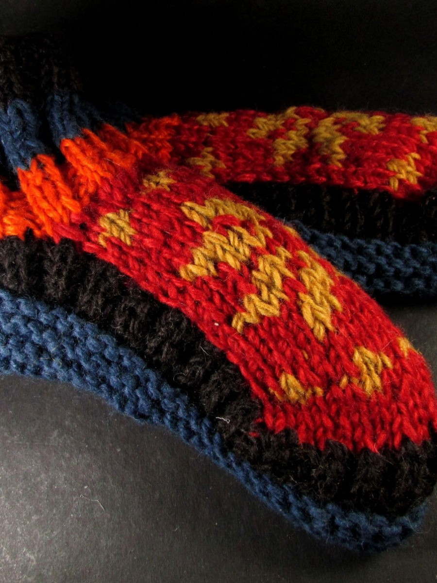 Handknitted Wool Multicolor Lined Socks - So51