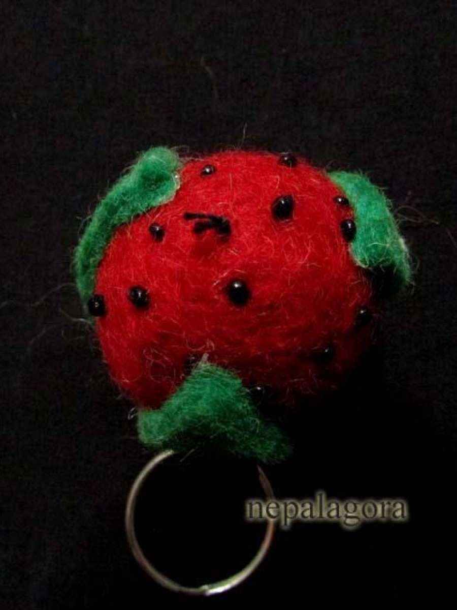 Handmade Felt Wool Souvenir Strawberry Key-ring - F26