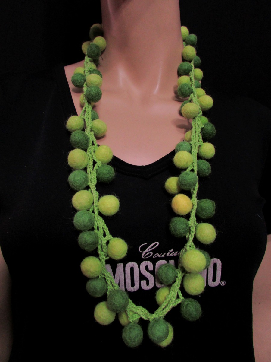 Handmade wool Green Felted Ball Necklace - F131