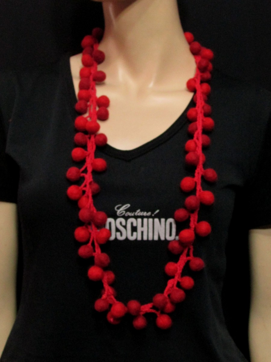 Handmade wool Red Felted Ball Necklace - F128